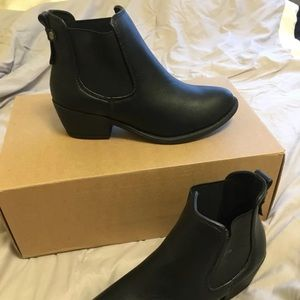 Black booties NWOT